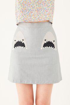 Lazzari Skirt with sharks pockets €148