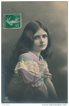 Stamps, coins and banknotes, postcards or any other collectable items are on Delcampe! Vintage Girls, Vintage Children, Vintage Photos, Mona Lisa, Victorian, Language, Classic, Artwork, Movie Posters