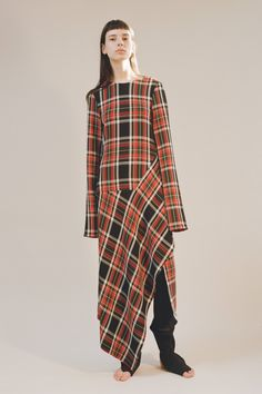 Ports 1961 pre-fall 2017 fashion show in 2019 te.look платья Tartan Fashion, Quirky Fashion, Look Fashion, Fashion Design, Fashion 2017, 90s Fashion, Runway Fashion, Fashion Dresses, Mode Tartan