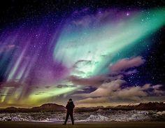 #AuroraBoreal - Muchas ciudades al norte de Escandinavia y Canadá están en la zona de las luces del norte y ofrecen servicios específicos para ver la Aurora Boreal. Algunas hasta ofrecen alojamiento en iglúes de vidrio para vivir la experiencia al máximo. La Aurora Boreal está entre los fenómenos naturales más espectaculares de la Tierra y se merece un lugar en tu lista de cosas para hacer antes de morir.