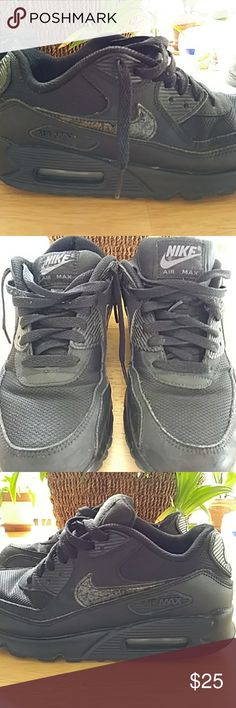 Nike air max Black nike air max. Size 5Y. Worn 2times. Excellent condition. Nike Shoes Athletic Shoes