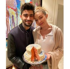"""Zayn Malik News on Instagram: """"@yolanda.hadid: """"❤️This PINK news was the highlight of our year 2020.... Thank you mommy and daddy for this greatest gift @zayn &…"""" Bella Hadid, Zayn Malik News, Gigi Hadid And Zayn Malik, Baby News, Housewives Of Beverly Hills, Bonnie N Clyde, Perfect Together, Famous Couples, I Love One Direction"""