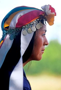 Chile, Mapuche woman. Fascinating Humanity: December 2013 Southern Cone, South American Art, Boho Rock, American Spirit, Parc National, People Around The World, World Cultures, Traditional Dresses, Beautiful Images