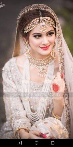 New indian bridal wear muslim beautiful 29 ideas Pakistani Bridal Makeup, Bridal Mehndi Dresses, Pakistani Wedding Outfits, Bridal Dress Design, Indian Bridal Fashion, Bridal Outfits, Bridal Hijab, Wedding Sarees, Bridal Henna
