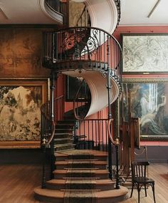 Escadas que se destacam. Esta maravilhosa escada fica em Paris no Museu de Artes Gustave Moreau. Alguns visitantes do museu que confessaram que a visita foi para ver de perto a arquitetura desta linda escada. Acho que valeu a pena.  @OlhardeMahel #MuseuGustaveMoreau #escada #arquiteturadeinteriores #escadaria #design #museu #arquitetura #beleza #olhardemahel #pacontecimentos #stairlover #inspiração #staircase #stairs #ladder #architecture #interiorarchitecture #museum #Paris