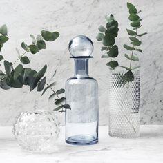 Dekorera hemma med olika typer av vaser! Rund vas 99:- Glasvas med knopp 329:-Cylinderformad vas 149:- My Design, House Design, Blue Bottle, Swedish Design, Glass Vase, Tableware, Green, Instagram Posts, Stuff To Buy