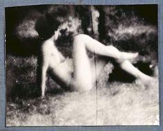 Чешский фотограф Мирослав Тихий (Miroslav Tichý) последние сорок лет не делал ничего, кроме фотографирования женщин и девушек.Однако, делал он это абсолютно индивидуально и удивительно.Свои объекты для фотографий он находил рядом, поскольку никогда не путешествовал.