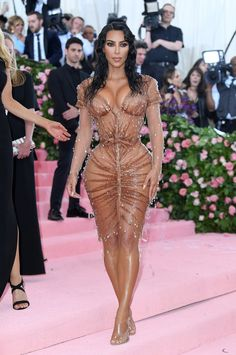 """Kanye West told Kim Kardashian that her wet-look dress for this year's Met Gala was """"too sexy"""". Estilo Khloe Kardashian, Looks Kim Kardashian, Kardashian Style, Kim Kardashian Vogue, Who What Wear, Met Gala Outfits, Wet Look Dress, Do It Yourself Fashion, Elegantes Outfit"""