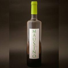 Aquí está #Mausiño. Poucos terán o privilexio de probar esta vinificación experimental da caste autóctona #ratiño. Un cento de afortunados puideron onte probalo na súa presentación en #Barro. Grazas por vires.  Grazas especiais a @edouriza de @fluxus_photo por esta magnífica instantánea.  #vino #viño #wine #vinho #winelover #unicornwine #winelife #winetour #tastewine #drinkwine #instawine #wineoclock #wino #instawino #galicia #galiciamola
