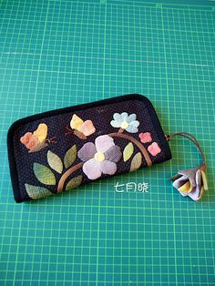 Japanese Patchwork, Japanese Quilts, Patchwork Bags, Quilted Bag, Fabric Tote Bags, Fabric Wallet, Handbag Tutorial, Applique Quilts, Pouch Bag