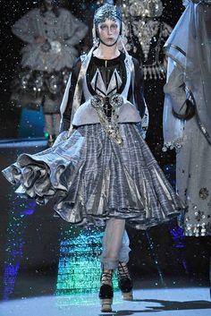 John Galliano Fall 2009 Ready-to-Wear Fashion Show - Raquel Zimmermann