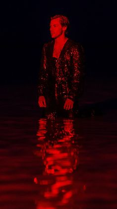 you make lovin' fun - lithographarry: by Hélène Marie Pambrun via Gucci Harry Styles Baby, Harry Styles Pictures, Harry Edward Styles, Harry Styles Imagines, Red Aesthetic Grunge, Aesthetic Dark, Aesthetic Vintage, Rainbow Aesthetic, Francis Wolff