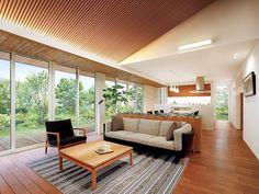 高天井・大開口|ウッドデッキのある平屋|庭を楽しむ平屋なら住友林業 Outdoor Sofa, Outdoor Furniture, Outdoor Decor, Skylight, House Design, Living Room, Interior Design, Architecture, Bedroom