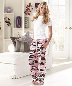 Women's Camo Cargo Sweatpants are ideal for everyday wear or a casual night out. They make a great addition to any woman's wardrobe. A drawstring tie on the elastic waistband gives you a perfect fit. Lounge Pants, Lounge Wear, Comfy Pants, Cute Pjs, Camo Outfits, Casual Outfits, Casual Night Out, Look Cool, Cargo Pants