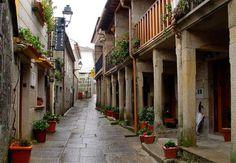 COMBARRO.- Localidad del municipio de Poio en Pontevedra en la que parece no haber pasado el tiempo con su arquitectura original perfectamente conservada.