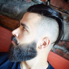 The undercut fade takes adds a blurry fade to that classic undercut silhouette. The undercut, aka disconnect hairstyle, shaves hair down to one length from a line extending back from the temple. Popular Mens Hairstyles, Cool Mens Haircuts, Cool Hairstyles For Men, Slick Hairstyles, Best Short Haircuts, Hairstyles Haircuts, 2018 Haircuts, Classic Hairstyles, Popular Haircuts