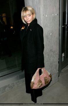 Ashley Olsen Ashley Olsen Style, Olsen Twins Style, Olsen Fashion, Star Fashion, Womens Fashion, Mary Kate Ashley, Mary Kate Olsen, Cool Girl Style, Style Me