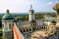 Znalezione obrazy dla zapytania pałac i zamki świata