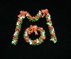 Red Snowmen Wreath & Garland Snowman Wreath, Snowmen, Dollhouse Miniatures, Garland, Christmas Decorations, Wreaths, Decorating, Simple, Red