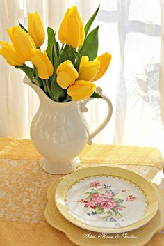 Aiken House & Gardens: Sunshine Yellows