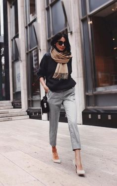 If you don't think achieving this is possible, then you should definitely have a look at these amazing Casual Autumn Work Outfits, dished out below. They