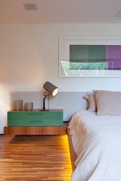 Detalhe da iluminação embutida no quarto de casal
