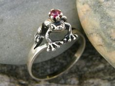 frog prince - is it weird I'd be totally ok with this as a wedding or engagement ring...
