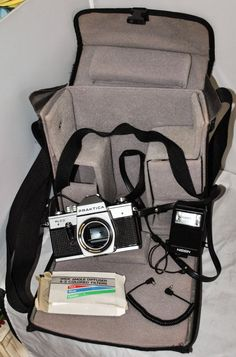 PRAKTICA PLC3 SLR 35mm Film Camera Body Only with Bag and Accessories Not Tested