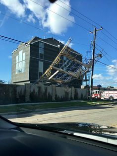 High Winds in Houston Topples Scaffold