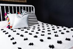 love this contrast in bedding