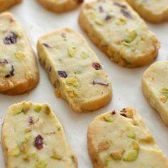 Receta para preparar galletas de mantequilla con pistachos y cramberries Yummy Cookies, Cupcake Cookies, Cupcakes, French Dessert Recipes, Tapas, Cookie Crumbs, Xmas Food, Chocolate Recipes, Sweet Recipes