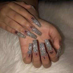 Prized by women to hide a mania or to add a touch of femininity, false nails can be dangerous if you use them incorrectly. Types of false nails Three types are mainly used. Aycrlic Nails, Bling Nails, Swag Nails, Hair And Nails, Silver Glitter Nails, Matte Nails, Coffin Nails, Almond Acrylic Nails, Best Acrylic Nails
