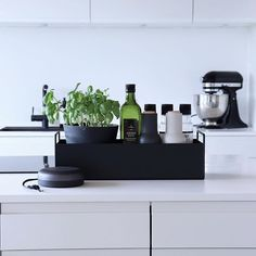 Shabby Chic Kitchen Decor, Home Decor Kitchen, Cool Kitchen Gadgets, Cool Kitchens, Cafe Interior, Kitchen Interior, Under Kitchen Sink Organization, Industrial Kitchen Design, Apartment Kitchen