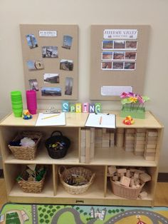 Love this idea for a preschool block area. Take photos of children's buildings and post on a board in the block area. Nice way to document and display children's work. Reggio Inspired Classrooms, Reggio Classroom, Classroom Layout, Classroom Design, Preschool Classroom, Daycare Design, Block Center Preschool, Preschool Centers, Learning Centers