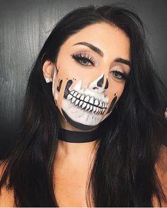 tropfende leere Leinwand halbes Gesicht Skelett Schädel Halloween Make-up-Look sieht inspo Cool Halloween Makeup, Scary Makeup, Halloween Makeup Looks, Diy Makeup, Scary Halloween, Makeup Ideas, Halloween Customs, Witch Makeup, Makeup Art