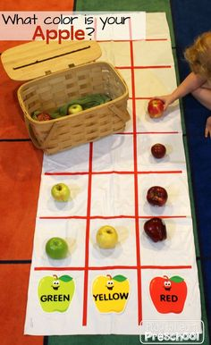 Apple Graphing during Circle Time Play to Learn Preschool Preschool Apple Theme, Preschool Apples, Preschool Apple Activities, Apple Crafts For Preschoolers, Preschool Graphs, Preschool Names, Free Preschool, Preschool Classroom, Apple Center