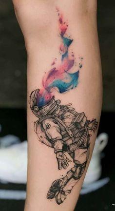 Tattoo hombre acuarela 23 ideas for 2019 Aquarell Mann Tattoo 23 Ideen für 2019 Alien Tattoo, Astronaut Tattoo, Astronaut Helmet, Helmet Tattoo, Diy Tattoo, Tattoo Fonts, Get A Tattoo, Tattoo Ideas, Simple Tattoos For Guys