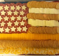 Kick off your of July party with these mouth-watering, patriotic of July appetizers. There are festive dips, finger foods, fruit trays and Finger Food Appetizers, Yummy Appetizers, Finger Foods, Appetizer Ideas, Holiday Appetizers, Appetizer Recipes, Fourth Of July Food, 4th Of July Party, July 4th