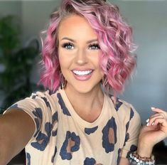 Here, 60 Latest Short haircuts and Hair Color Ideas. Whether you're thinking of getting a sleek and sexy bob, a smart and chic pixie, Whether you choose to straighten, curl or even a natural choice that there's a perfect short hairstyles waiting for you. Short Curly Bob Haircut, Girls Short Haircuts, Long Curly Hair, Short Bob Hairstyles, Cool Hairstyles, Bob Haircuts, Hairstyles Haircuts, Easy Hairstyle, Curly Wigs