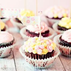 Food Ideas Mothers Day 2017  Lovely Little Mothers Day Cupcakes and Free Mothers Day Cupcake To