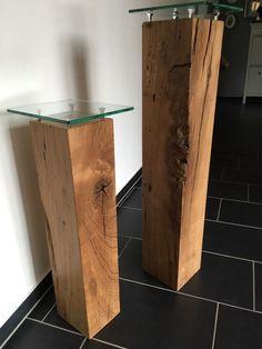 Massive Dekosäulen aus Eichenholz mit Glasplatten. Tolle Deko für den Flur / Eingangsbereich. #massivholz #modern #wohnen