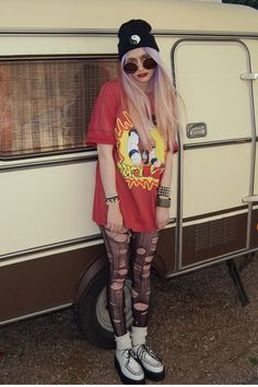 T shirts are rarely a good ratio of being long enough and cute enough to be worn with tights/leggings #grunge #punk #style