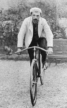 Après avoir mené la tête du classement du classement de la première à la dernière étape, il finira par hériter d'une interdiction de Tour pendant deux ans et son titre lui sera retiré pour cause de tricheries.  Tour de France 1904 - 6ème étape (Nantes - Ville d'Avray)