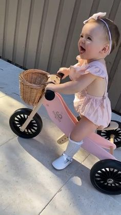 Cute Little Baby Girl, Pretty Baby, Little Babies, Funny Baby Memes, Funny Babies, Cute Babies, Cute Baby Videos, Cute Baby Pictures, Winter Shoes