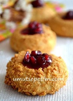 Cheesecake Kurabiye Tarifi ( Labneli Kurabiye ) - Kahvaltılıklar - Las recetas más prácticas y fáciles Jam Cookies, Sweet Cookies, Cheesecake Cookies, Biscuit Cookies, Pasta Cake, Cookie Recipes, Dessert Recipes, Tasty, Yummy Food