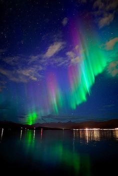 NEED to see the aurora before i die! Aurora Borealis, Beautiful Sky, Beautiful Pictures, Cosmos, Northen Lights, See The Northern Lights, Science And Nature, Belle Photo, Night Skies