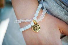 Šperky podle znamení horoskopu | korálky.cz Wiccan Crafts, Horoscope Signs, Alex And Ani Charms, Gemini, Charmed, Bracelets, Diy, Articles, Jewelry