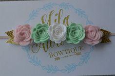 Mini verde menta y rosa flor corona por MilasTrendyBoutique en Etsy
