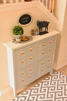 This week, I want to talk about something that I need to do, that is my shoe cabinets decor... My shoe cabinets are the  HEMNES  by Ikea....