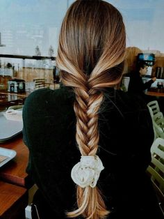 Cute 30 easy hairstyles ideas for school For hairstyles for school, we always think that cuteness must be simple and easy at the same time. Simple and easy hairstyles can save you a lot of time and have to admit that simplicity means never to be outdated. Summer Hairstyles, Messy Hairstyles, Pretty Hairstyles, Hairstyle Ideas, Hairdos, Hairstyle Tutorials, Everyday Hairstyles, Updos, Casual Braided Hairstyles